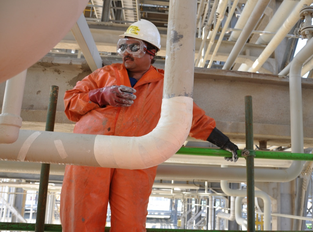 Completed reinforcement of a 100mm sulphuric acid pipe elbow joint in a Saudi Arabia petrochemical refinery